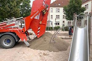 Spielsandaustausch und Sandauffüllung durch den Sandfuchs