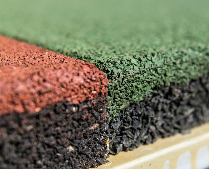 Detail Fallschutzmattenreinigung durch den Sandfuchs